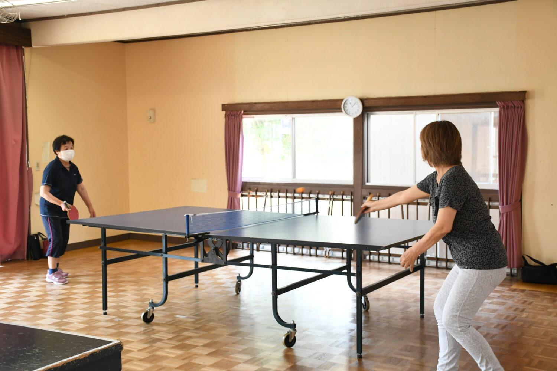 卓球を楽しむ地域の方